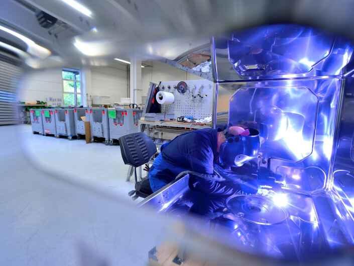 Industrie-Produktion beim Hersteller von Groß- und Industrieküchengeräten, der Rational AG.