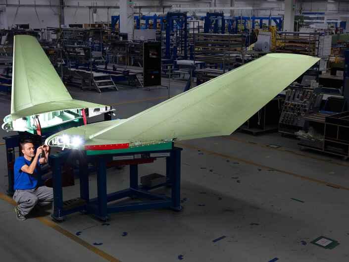 Industriereportage bei der Ruag Aerostructures, einem Hersteller von Komponenten für die Luftfahrt. Montage von Winglets.
