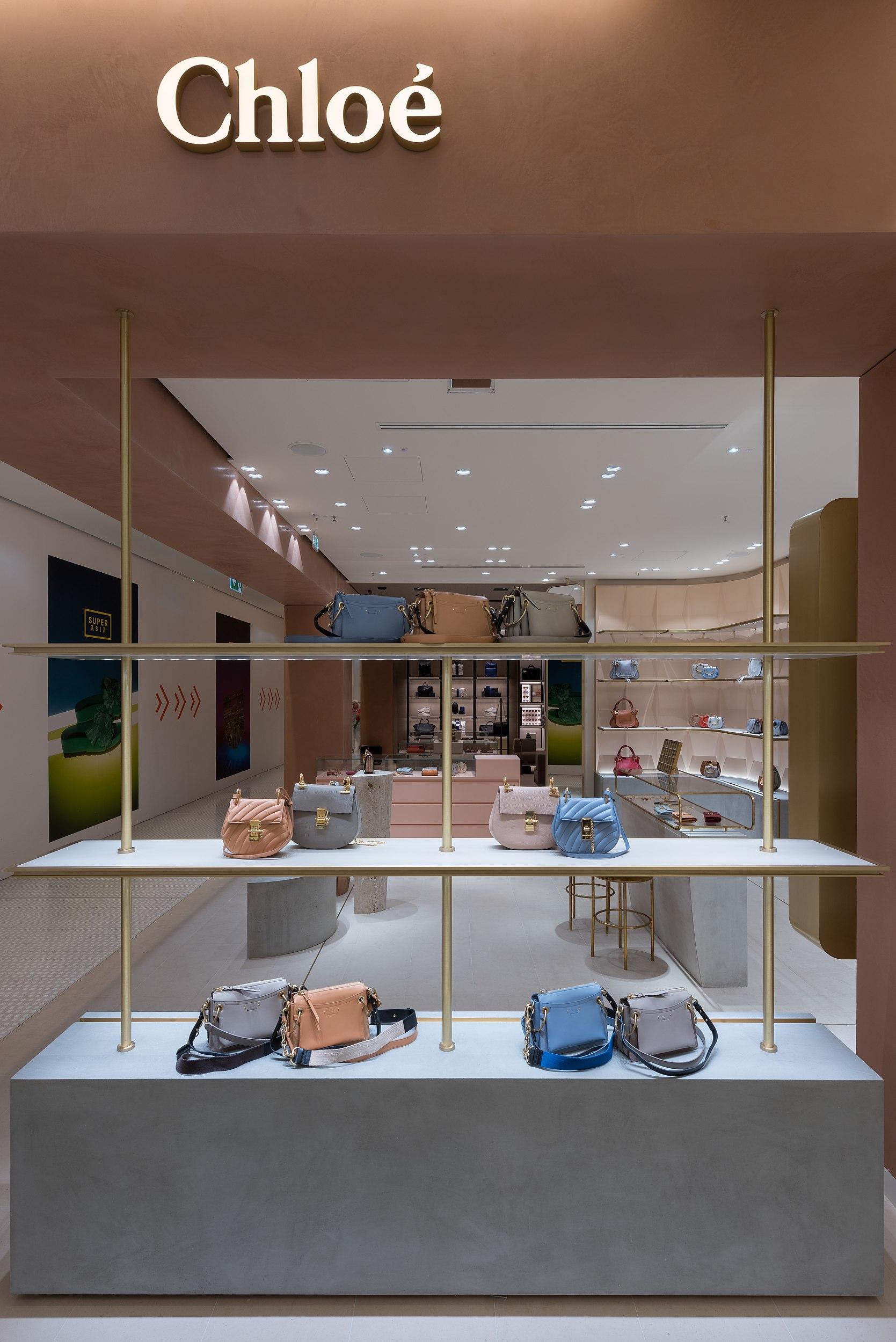 Architekturaufnahmen des neuen Chloé-Shops in der Münchner Fussgängerzone.