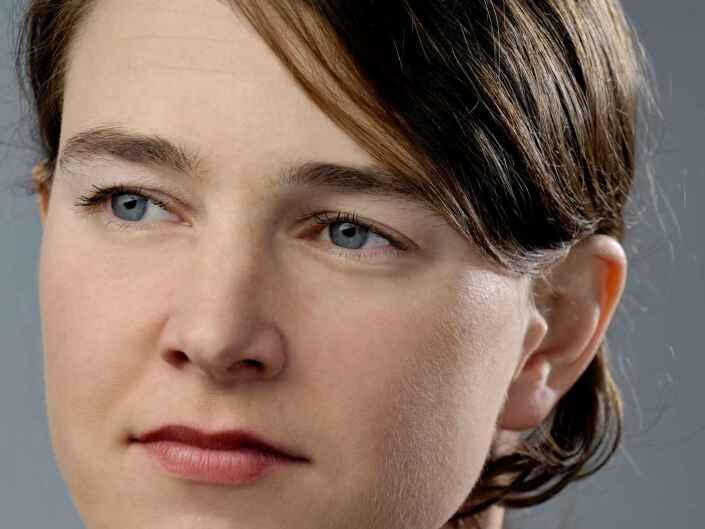 Headshot Fotografie der BR Nachrichtensprecherin Diana Gaul.