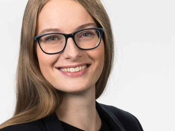 Headshot Fotografie von Mitarbeitern der Firma Amgen in München.